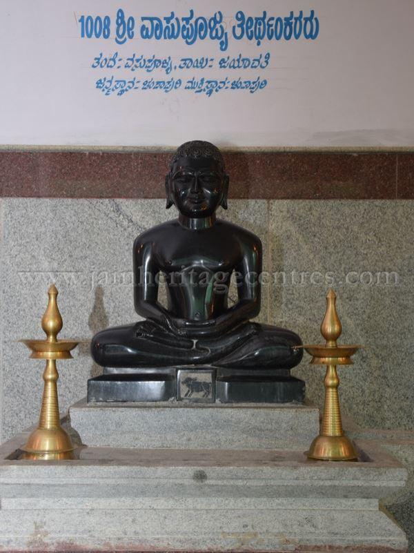 sri_parshwanath_digambar_jain_temple_-_chikkanakodige_-_karnataka_20160515_1880416931