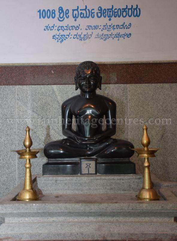 sri_parshwanath_digambar_jain_temple_-_chikkanakodige_-_karnataka_20160515_1886276364