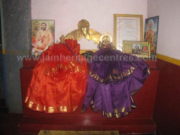 sri_parshwanath_swamy_digambar_jain_basadi_hatna_karnataka_20140629_2072360583