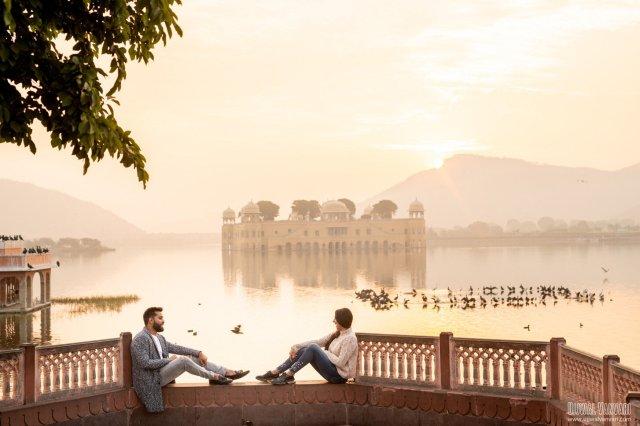 couple in jaipur lake