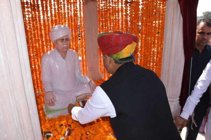 Ashok gehlot At Bedo Ki Dhaani Jodhpur Late Shri Lakshman Ram Beda Chaudhari Statue