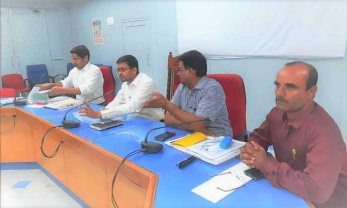 IAS Namit Mehta giving jaisalmer nagar prishad election training