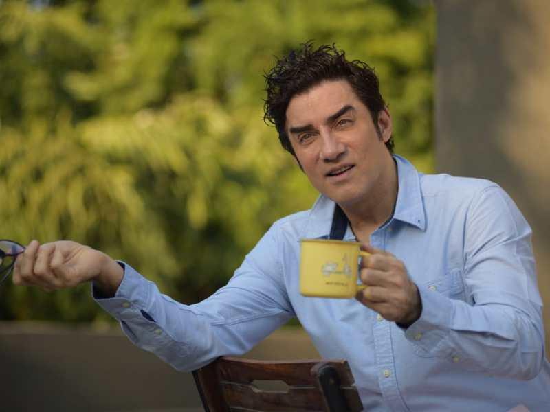 Faissal Khan अभिनय, गायन, निर्देशन सहित तीन भूमिका में