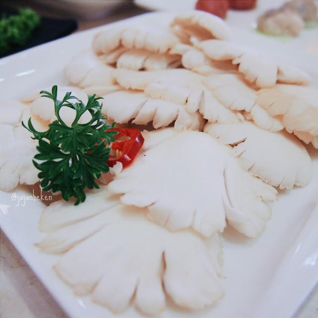 Jamur tiram (IDR 40K).
