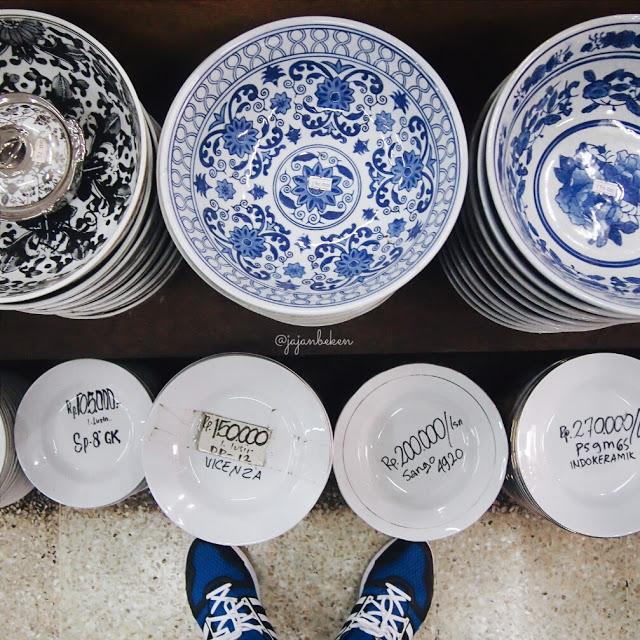 piring antik di pasar mayestik jakarta