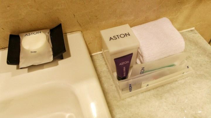 jajanbeken aston hotel pluit review
