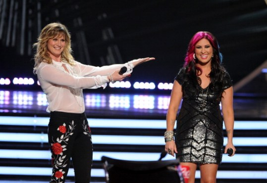 """Superstar Jennifer Nettles teamed up with Jessica Meuse and took """"Wrecking Ball"""" to a whole new level! (Photo property of Getty Images' Kevin Winter)"""