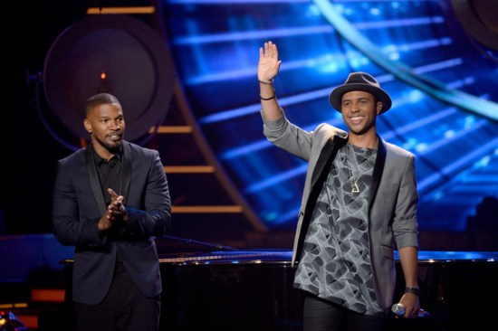 """Jamie Foxx and Rayvon Owen performs on the """"American Idol XV"""" finale"""