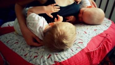 Duża poducha do karmienia bliźniąt – jak i z czego ją uszyłam