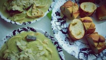 Zupa brokułowa z dodatkiem trzech serów i bakłażana
