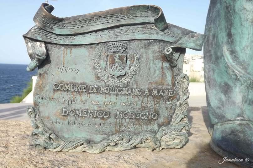 Polignano a Mare - Statua Domenico Modugno