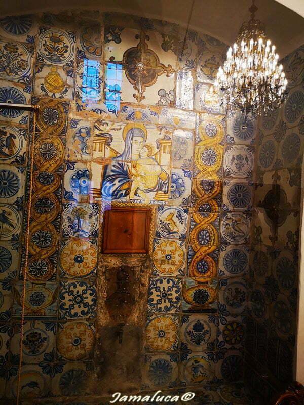 Antiche mattonelle in maiolica nel Santuario di Mater Domini a Laterza