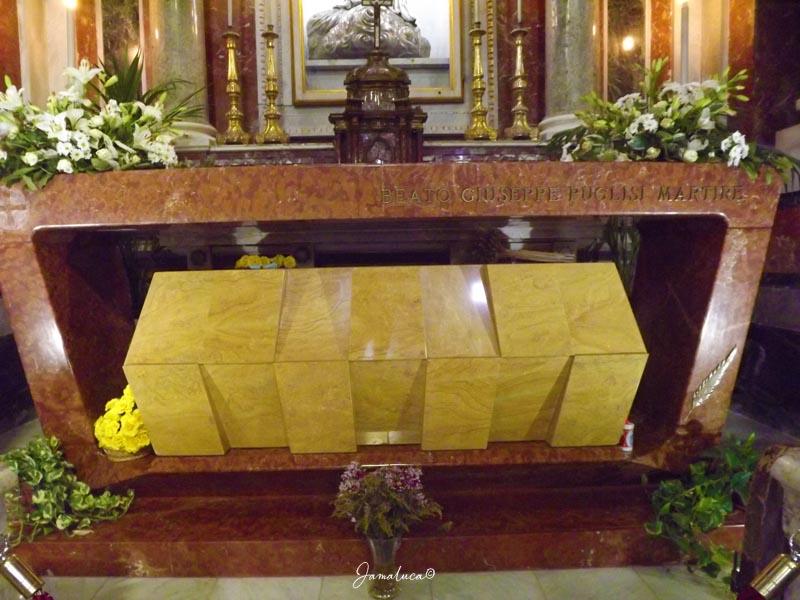 Tomba di Padre Pino Puglisi nella Cattedrale di Palermo