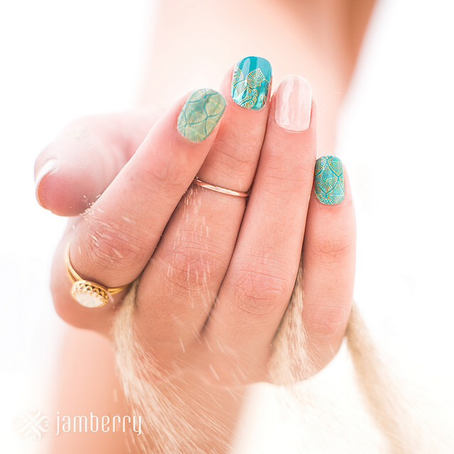 Glimmering Ariel – Disney Collection by Jamberry (USA/CA)