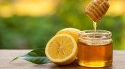 Ilustrasi madu dan lemon. (Shutterstock)