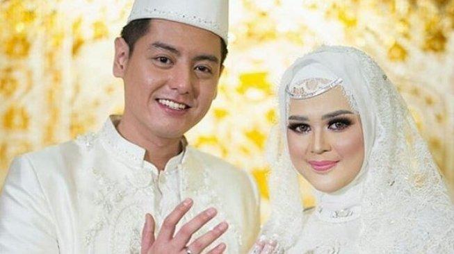 Roger Danuarta dan Cut Meyriska sah menjadi suami-istri. [Instagram @rogerdanuarta_cutmeyriska]