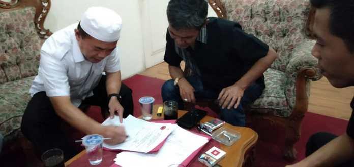 Al Haris Ambil Formulir Cagub PDIP. Foto: Jambiseru.com
