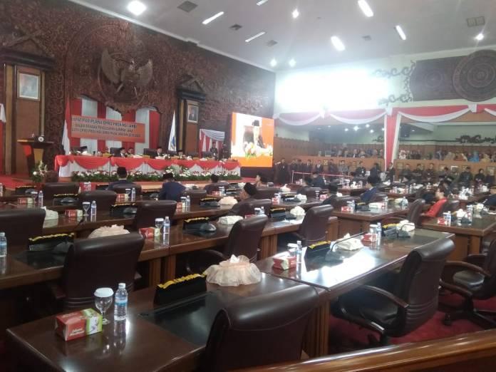 540 Gambar Kursi Anggota Dewan HD