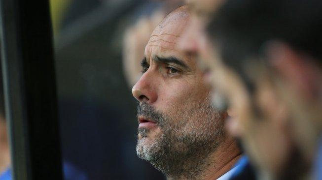 Ekspresi kekecewaan manajer Manchester City, Pep Guardiola dalam laga Liga Inggris 2019/2020 kontra Norwich City di Carrow Road, Minggu (15/9/2019) dini hari WIB. [Lindsey Parnaby / AFP]