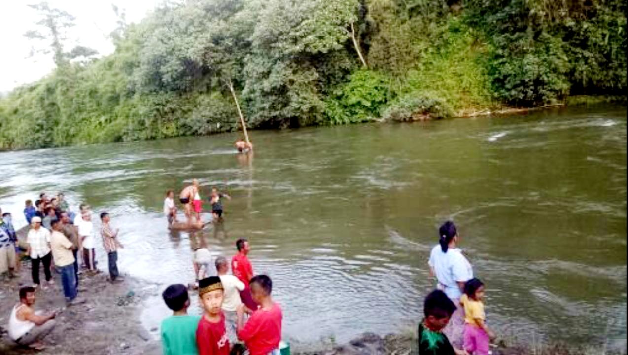 Sungai lokasi hanyutnya warga Tamiai. Foto: Oga/Jambiseru.com