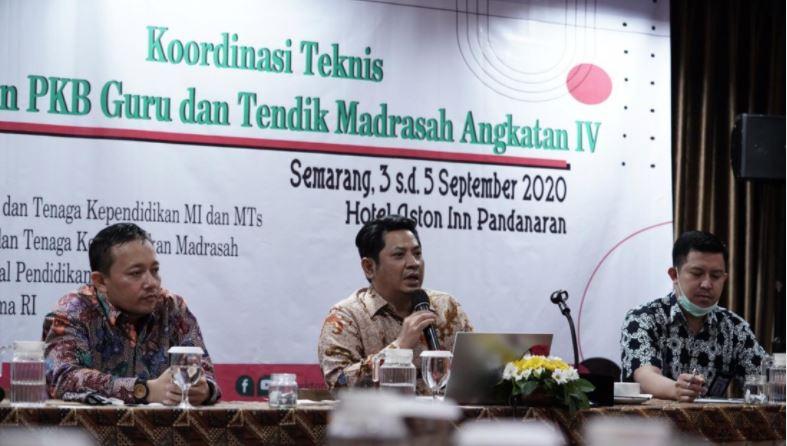 Evaluasi Pelaksanaan Program Profesi Guru dan Tenaga Pendidikan di Hotel Aston, Semarang. (Ist)