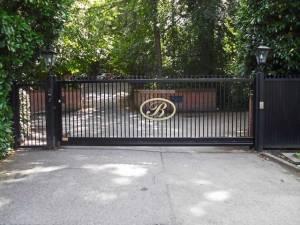 The Berystede Cantilever Sliding Gate