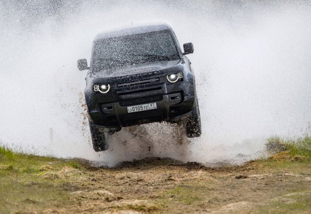 Range Rover New Defender in in No Time To Die