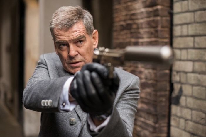 "Pierce Brosnan no filme ""Perseguindo Abbott"" © 2015 - Lionsgate UK"