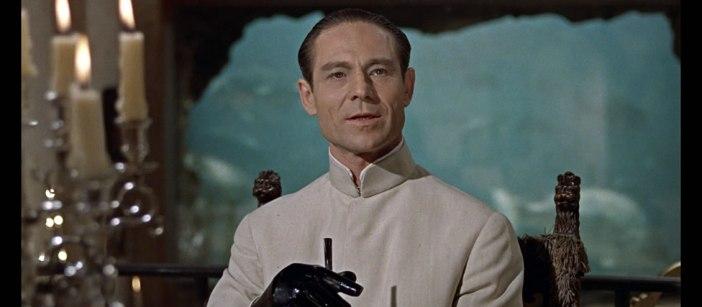 A roupa que Joseph Wiseman usou em Dr. No foi comprada em leilão e o vendedor era contador de Connery