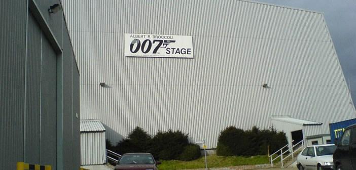 Explosão fere integrante na filmagem de Bond 25 nos Estúdios Pinewood