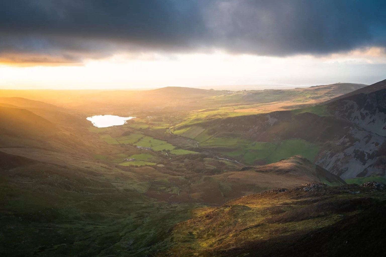 Y Garn looking down to Nantlle - Snowdonia Photography