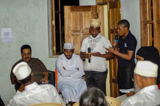 Poets Khalfan Nzaka Salim and Abdallah Chimera reciting a joint shairi in praise of the exemplary gentlemen to be celebrated in this first instalment of the Swahili Literary Festival
