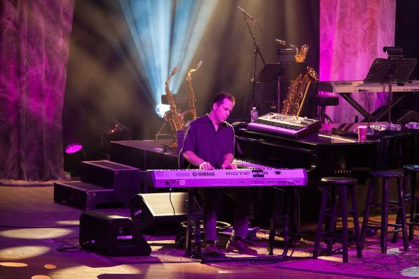 Larry Goldings – Keyboards : James Taylor
