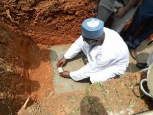 Ameer Jamaat Ahmadiyya Ghana laying foundation stone