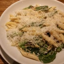 DINNER:PENNE WITH WILD MUSHROOMS 11.25 12.25 A selection of shiitake, chestnut, oyster and button 631 mushrooms, garlic, peas, spinach, asparagus, truffle infused oil and bella lodi cheese in a creamy mushroom sauce
