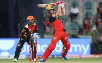 Hyderabad beat Bangalore in the second qualifier to play Delhi for a place in the final