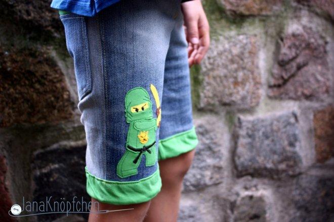 kurze hose für jungs. motti shorts mit ninjago applikation von cole. Janaknöpfchen nähen für jungs. nähblog