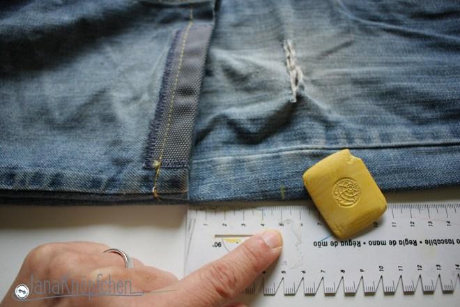 Tutorial Kürzen der Jeanshosen. Das Maß zum Abschneiden markieren. JanaKnöpfchen - Nähen für Jungs.