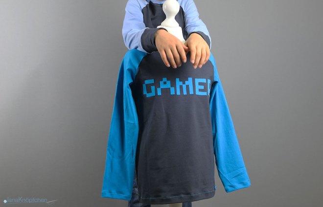 Blogpost die selbstgenähten Gamer-Shirts für Jungs. JanaKnöpfchen - Nähen für Jungs