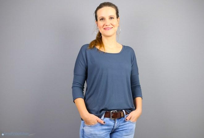 Blogpost Frau Karla mit Rundhalsausschnitt nähen. JanaKnöpfchen - Nähen für Jungs