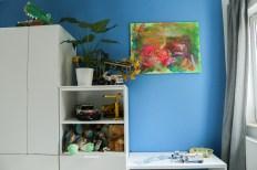 Kindermöbel und Grünpflanze im neuen Kinderzimmer. JanaKnöpfchen - Nähen für Jungs