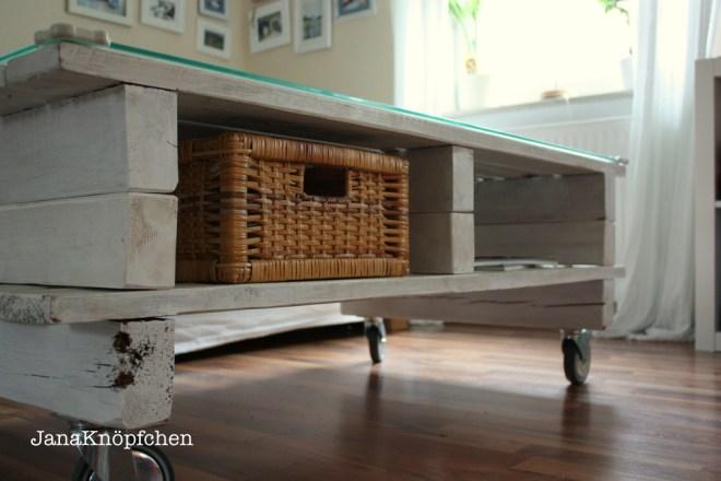 Upcycling Palettentisch selbstgebaut fürs Wohnzimmer. JanaKnöpfchen - Nähen für Jungs