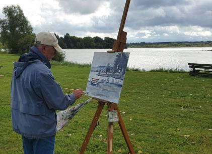 Schilderen aan het meer tijdens schildercursus in Frankrijk
