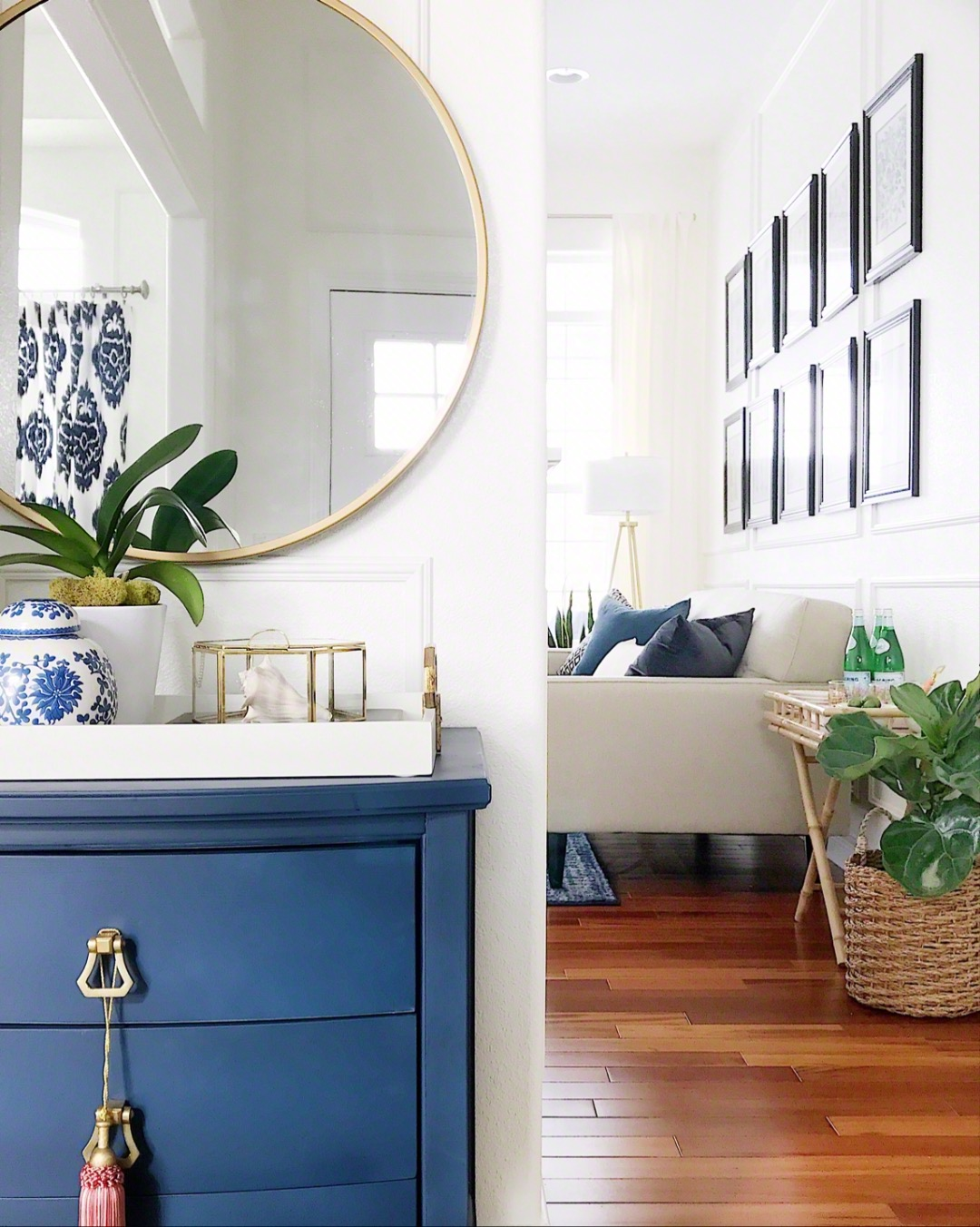 Decorating With Blue In The Entryway Blue And White Ginger Jar #homedecor