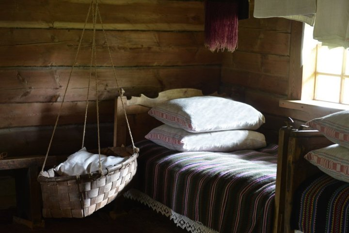 Image: log cabin bedroom with carrycot
