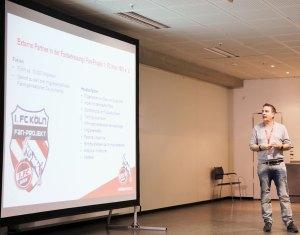 Fanbeauftragter Rainer Mendel sprach nicht nur über Sicherheitsaspekte, sondern z.B. auch über das einzigartige FC Fanprojekt.