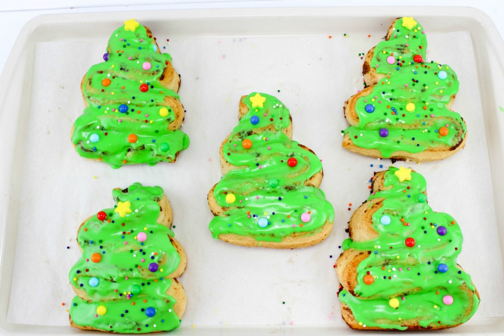 Christmas Tree Cinnamon Roll Recipe In Process 6