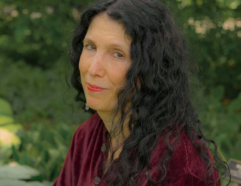 Caroline Leavitt Author Headshot