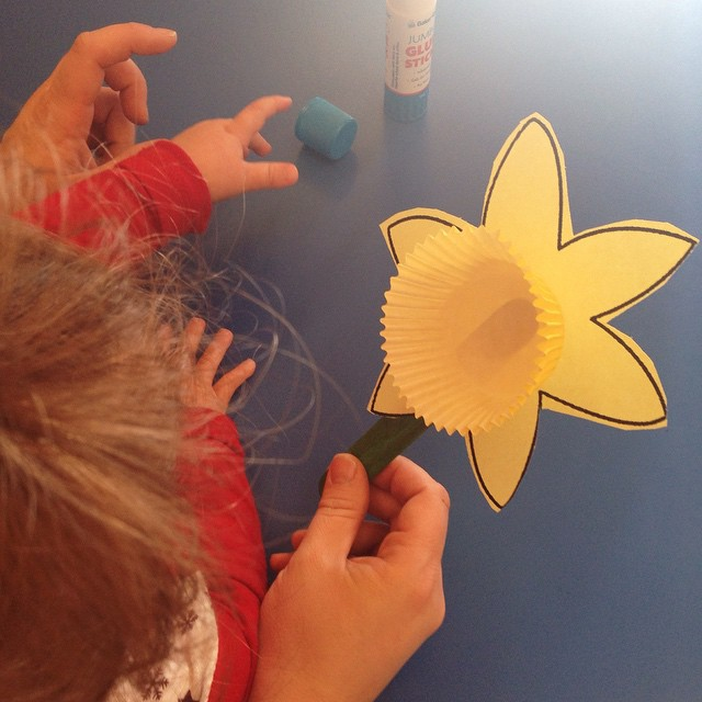 Easy toddler spring craft making a daffodil