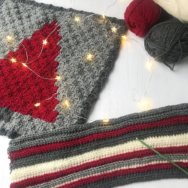 Crocheting a Christmas cushion